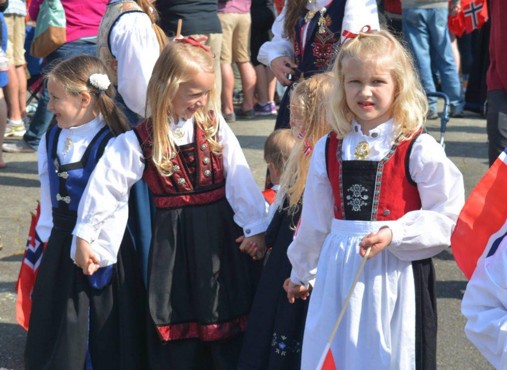 ballard parade kids_480x350